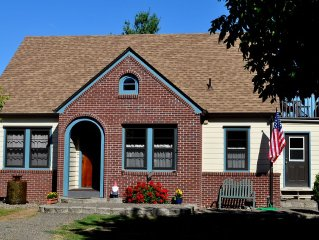 Carefully Restored  Wilsonville Farmhouse next to Parks & Trails, 1 Mile to I-5