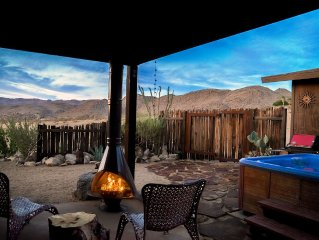Joshua Tree El Coyote on 5 private acres set against the mountainside w/ Hot tub