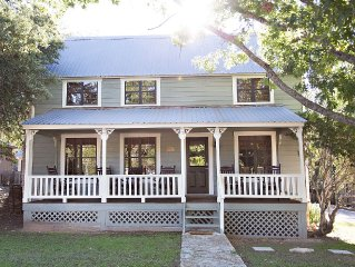 Quiet, Clean, & Comfortable, Great Reviews!  1.5 Blocks To W Main, Great Porch