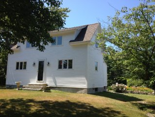 Open Space Guest House Close To The Ocean And Quaint New England Towns