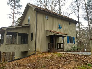 3 Bdrm Lake House Getaway - Three Minutes To Launch!