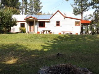 A cozy three bedroom Cottage near Flathead Lake