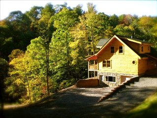 Beautiful Log Cabin on Five Acres, New River at Your Feet