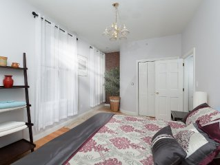 Renovated 2 bed, sleeps 6, Brookline Village, steps to public trans, Boston