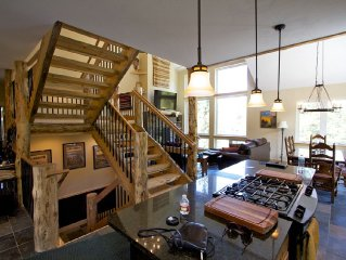 Streamside Mountain Chalet 5 Bed 4 Bath - Minutes to Breck! Hot tub, privacy.