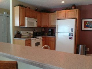 Lovely Condo close to downtown and beaches.