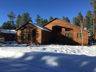 ⛄️ Book your Winter getaway now! 2500 square foot cabin ⛄️⛄️⛄️