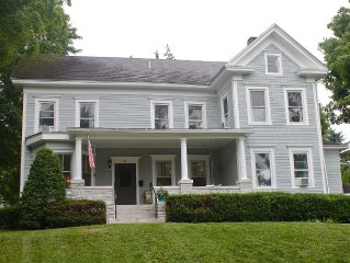 Lovingly restored Victorian in Lee's Historic District **Spring:3rd nt 1/2 off