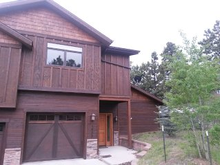 3 bedroom condo with easy access to downtown Estes and RMNP