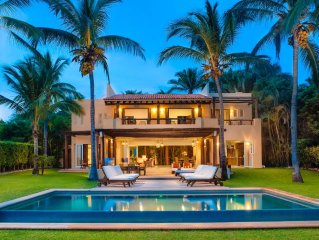 'Your Own Private Luxury resort' Incredible Views, Beachfront w/Full Staff