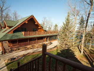 Beautiful and Spacious Log Cabin with great views of Boy Lake