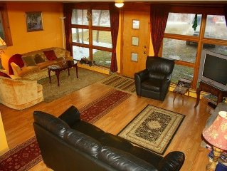 Classic Vermont ski chalet close to Stratton and Bromley Manchester fun for 12