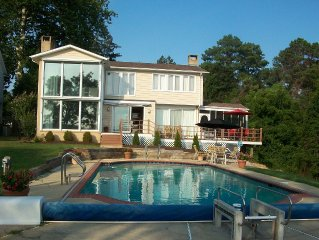 Severn River House with stunning views,  large pool, & 12 ft deep water pier!