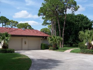 Weekly rentals!  Comfortable 2 bdrm/2 Bath Villa - just minutes from Beaches