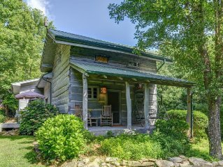 Creekside, Log Cabin, Large Lot, Hot Tub, Firepit, Fireplace, WIFI , Private.