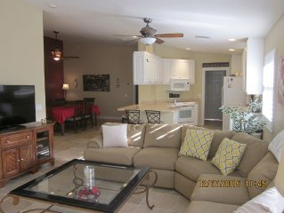 Luxury 2Bdrm Villa 15min from Siesta Key in secure community