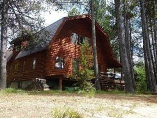 Dawn Lakeside Log Cabin on Cascade Lake w/ Private Dock and Beach