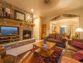 3-Bedroom Mountain Getaway, on shuttle route, minutes from the slopes!