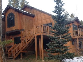 Peak 8 Luxury Mountain Home 3 BR/3 BA With Mountain Views - Walk To Slopes!