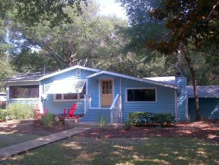 Luxurious 3bd/2ba, located 4 minutes from beach and downtown Folly