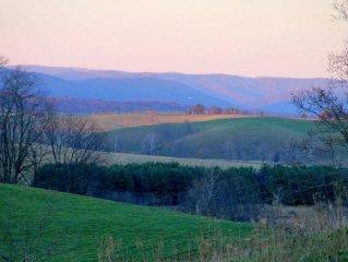 Quaint Country Cottage, Mountain Views, VT/Radford/VA Families Haven!