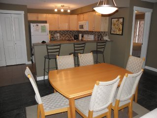 Luxury Lakeside Condo,3 BR, Sleeps 6.Summer Paradise.Golfers and large families.