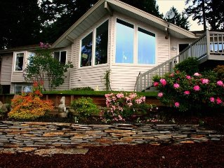 Puget Sound Beach House - Gorgeous Waterfront, Views - Beach Access