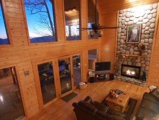 HAWKS RIDGE HIDEAWAY- Luxury Cabin & Great Get-Away! Amaazing view!