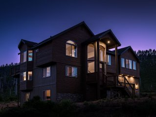 Brand New 7 Bedroom Estate, Sleeps 18, Mountain Views, National Forrest, Hot Tub