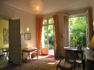 2 BR Luxurious spacious quiet with garden Champs Elysees