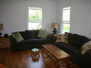 Family Home With Big Yard On The Hill, Short Walk To Downtown And Lake Mansfield