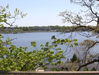 Right in Town, Overlook Saugatuck Harbor from Every Room, Walk Everywhere