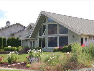 Wapato Point Home - Steps from Pool!