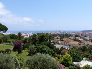 Beautiful & peaceful sea view apartment with large pool. 10 min walk to center.