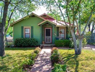 Luxury Cottage, Sleeps 2-4 (Property Can Sleep Up To 14, One block off main St.)