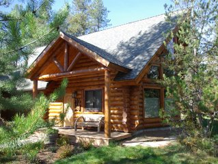 High End Finishes, Log Cabin Close To Lake, Downtown and Ponderosa