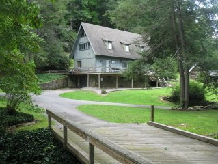 Riverfront & Creekfront Cabin Chalet close to Waynesville and Blue Ridge Parkway