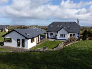 Eden Cottage Retreat - Stunning Views with Hot Tub!