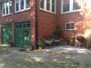 BRIGHT URBAN CHIC PRIVATE APT Affordable Convenient to Asheville/Hendersonville