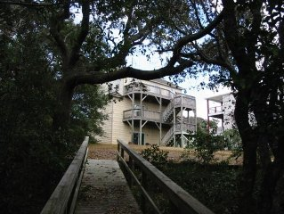 3 Bedroom, Single Family! Soundfront! Private Pier! Sleeps 10!