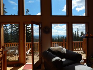 Spectacular Views from a Beautiful Mountain Retreat with Hot Tub