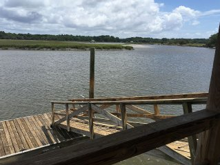 Deep Water Home With Dock. Sleeps 10+.  Minutes to Parris Island and Beaches