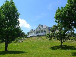Summer at Picturesque Blue Ridge Mountaintop Retreat (3bd/2.5ba)