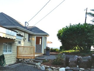 Family Friendly Cottage w/Captivating High Bluff View of Seattle & Puget Sound