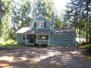 Family Retreat With Huge Gazebo and Backyard Golf Course Access!