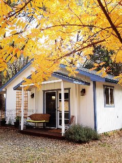 Yosemite's Butterfly Cottage-beautiful Country Retreat W/ Pool Table
