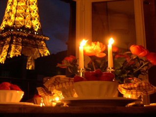 Magnificent Eiffel View, Perfect for Couples or Small Families