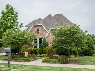 Beautiful, family-friendly home in Rogers. Close to everything.