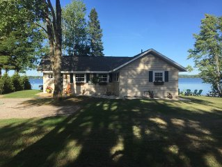 Lakefront Cottage On All-sports Green Lake In Interlochen-Traverse City/Sleeps 9