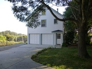Guest House & Private Room on Vineyard; 3 miles from Aptos Village and Beach